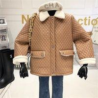 2021 Vintage automne Nouvelle agneau Couture de laine d'agneau Femmes hiver épais veste courte pour femmes mode coton rembourré Outwear My388