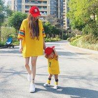 2020 Trajes familiares a juego de verano Impresión de la moda Tshirt Casual Tshirt Madre padre niños camisetas bebé mameluco moda familia mirada1