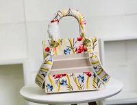 2020 Yeni Varış Marka kadın Çantası Yüksek kaliteli Kare Çanta Çanta Yıldız Yıldız İlham Işlemeli Omuz Çantası 2 Renkler