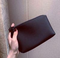 Paris Marka Kozmetik Çantası Kadınlar Lüks Fermuar Cüzdan Taşınabilir Kozmetik Saklama Torbaları Moda VIP Hediye Çantası Sikke Çanta Siyah Hediye Kutusu ile