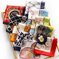 새로운 실크 작은 정사각형 스카프 뽕나무 실크 인쇄 선물 여성 전문 다재다능한 스카프