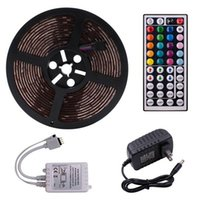 Plastic 150-LED 12V-5050RGB IR44 Light Strip Set con control remoto IR Controller (lámpara blanca Plate)