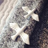 Vintage Blanc Pigeon Pin de broche Partie de mariage Nouveau 2021 Hiver Gold Assiette Peace Dove Broches pour femmes Cadeau de Noël Bijoux Badge Badge Badge Chemise
