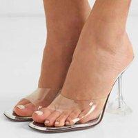 Sandalet Kadınlar Lupita Metalik Katır PVC Üst Kayış Şeffaf Kavisli Bayanlar Temizle Moda Yaz Kristal Topuk Ayakkabı Terlik