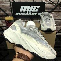 En Kaliteli Erkekler Kadınlar 700 Kanye Spor Koşu Ayakkabıları Nefes Atalet Yansıtıcı Tephra Katı Gri Yardımcı Siyah Vanta Erkek Bayan Spor Eğitmenler Sneaker Kutusu