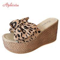 Aphixta Leopard Kuhveloursleder Bogen 9 cm Keilabsatz Slidess Frauen-Plattform-Frauen Slipper Mules Weibliche Sandalen Clog Schuhe Frauen X1020