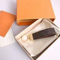 2021 Hot Moda Luxurys Key Designers Buckle Amantes Carro Keychain Handmade Couro Chaveiros Homens Mulheres Saco Pingente Acessórios 11 Cor