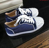 Marca New Denim Suede Sneakers Com Spikes Exquisite parte inferior vermelha Low Top Shoes para mulheres, homens Júnior Spikes Andar a pé Casual