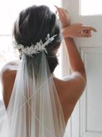 Kapelle Bridal Schleier Weiß Hochzeitsschleier Weiß Kristall Perlen Langer Brautschleier mit Kamm Hochzeit Zubehör Veu de Novia