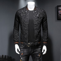 2021 Autunno e inverno New Tide Models Abbigliamento da uomo Corona ricamata Piccola Ape Dark Flower Medal Giacca Slim Zipper Giacca