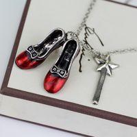 Alice Aventuras em País das Maravilhas Colar Liga Vermelho Sapatos Estrela Mágica Varinha Charme Pingentes Colar Mulheres Declaração Jóias Presente de Natal 32 N2