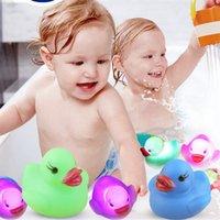 Baby Bath Bath Duck Brinquedos LED Piscando Luz Luz Sensor de Água Bebê Chuveiro Brinquedos Color Mudança 88 LJ201019