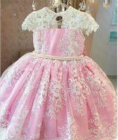 Сладкий розовый принцессы Pearls Аппликация цветок девочки платья O-шеи бальные платья для маленьких новорожденных vestidos де Primera comunion лук Назад Puff