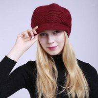 Mütze / Schädelkappen 2021 Winterpelz Pompom Hut für Frauen Herbst Baumwolle gestrickte Baseballmütze mit Pompon Marken Visier Damen Skullies Mützen1