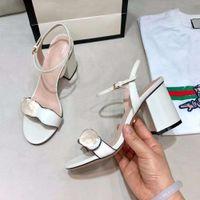جلد البقر الأزياء الصنادل النساء مصمم الصيف الكعب منصة أحذية عالية المرأة الجميلة أحذية الزفاف الأنيقة عالية الجودة للمرأة