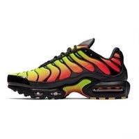 Com Meias grátis Men TN Running Shoes Triplo preto branco Tensão roxo Óculos 3D Pimento Branco Amarelo Mens Esporte Formadores Sneakers US 7-11