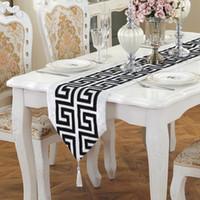 中国のモダンなシンプルなテーブルランナー古典的なレトロな黒と白の赤茶テーブルクロスファッション結婚式の装飾テーブルの旗