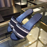 Diseñador de lujo Cuero Azul Bordado Sandalias de Algodón Denim Ladies Summer Slipper Slipper Outdoor Beach Mujeres Arco iris Letras Zapatillas