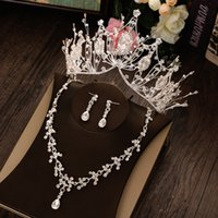 Vente chaude Briche de luxe Crown Crown Coiffe Golden Atmosphère Robe De Mariée Collier Collier Boucles d'oreilles Trois pièces Accessoires de mariage Fine Bijoux