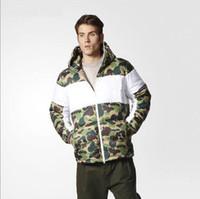 남자 다운 코트 겨울 패션 위장 인쇄 3 줄무늬 따뜻한 재킷 트렌드 편지 리프 인쇄 망 재킷 남자 겉옷 코트 크기 s-2xl
