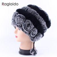 Beanie / Kafatası Kapaklar Raglaido Kış Şapkalar Kızlar için kadın Kürk Şapka Gerçek Rex Kap Çiçek Topları ile Örme Kafatasları Beanies 55-59 cm LQ11280