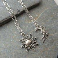 Colares pingentes 2pcs amantes do vintage sol e lua conjunto de jóias antiqued destacar seu temperamento de beleza