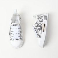 A1 أحذية أطفال عالية الجودة أسود أحذية بيضاء مع مربع بنين بنات أحذية رياضية الجري المشي مدرسة الأحذية الاطفال هدية الأفكار
