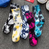 Sıcak moda erkek ve kadın çorapları pamuk Renkli Graffiti Tie boyama komik Kaykay sevimli Harajuku Hiphop tüp çorap
