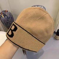 Hot 2 Color Classic Letra Clásico Punto Goreado Gorra para Hombres Mujeres Otoño Invierno Cálido Cálido Lana Bordado Frío Hat Pares Fashion Street Hats