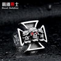 Cluster Anéis Soldado Soldado Men's Punk Rock Jóias Três Crânio Ferro Cruz Anel para Homens Red Ring Stone Ring1