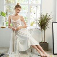 Seksi Mousse Uyku Giyim Saten Dantel Nakış Uzun Elbise Nakış Çiçek Derin V Örgü Backless Sting Elbise Beyaz Pembe Seksi Yeni Y200425