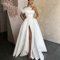 2021 Элегантные белые атласные вечерние платья Длинные красные черные выпускные платья с карманами Перо боковой щель Формальное платье для вечеринки