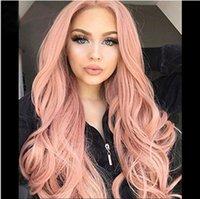 Дешевые длинные костюма волнистые вьющиеся розовый синтетический парик с челкой для женщин Полная волосы для волос Косплей Партия Термостойкие синтетические аксессуары для волос