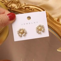 Stud Coréen Design Mode Bijoux de mode Exquise Cuivre Inlaid Zircon Flower Boucles d'oreilles de concepteur Daisie Notched Femme Graphique sauvage1