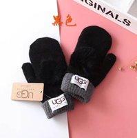 Перчатки для женщин для зимней и осени Кашемира Перчатки Перчатки с Прекрасными Fur Ball Спорт на открытом воздухе теплых зимних перчаток G50