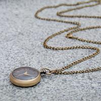 50 pcs pequeno bronze mini preto relógio de bolso colar de quartzo 30mm vintage edição coreana camisola cadeia de moda relógio flip wall watch