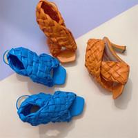 2021 Fashion Weave Кожа Высокие каблуки Обувь Женщины Сандалии Роскошные Дизайнерские Женские Насосы Квадратный Носок Женский Пляжные Сандалии Слайды