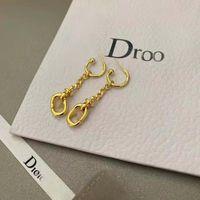 2021 CD Il y a des timbres avec des boucles d'oreilles de la lettre de luxe et des boucles d'oreilles étoilées en chaîne Tassel, incrustées par des bouchons d'oreilles perles de taille abeille. Livraison gratuite034