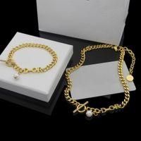 Europa Amerika Modeschmuck Sets Frauen Dame Titanium Stahl OT Schnalle Dicke Kette Halsketten Armbänder mit D Brief Diamant Pearl Anhänger