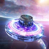 UFO Fidget Spinner niños de juguete portátil del vuelo 360 ° de rotación luces LED de lanzamiento regalo de Navidad del juguete volador Shining
