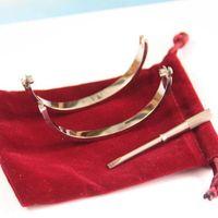 2021 Klassische neue Mode-Juwelr-Armbänder 316L Titan-Stahl-Armreif Frauen-Männer Schmuck Valentinstag Geschenke mit roter Tasche