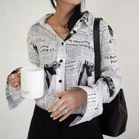 Kadın Bluzlar Gömlek WKOUD EAM Giysi / 2021 Moda Uzun Kollu Siyah Beyaz Mektup Spaper Baskı Gevşek Rahat Gömlek Bluz YE187001