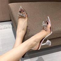 2021 Designer de luxo Mulheres Sexy Crystal High Saltos Sandálias Quee Cinderela Limpar Saltos PVC Sandálias Sandálias De Casamento Festa Sapatos