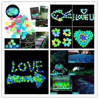 100pcs / lot Pietre luminose Glow Scure decorative ciottoli per passerelle prato Acquario giardino fluorescente luminoso pietre decorative VTKY2230