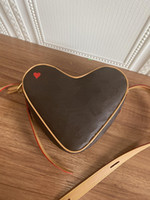 M57456 Oyun Coeur Nicolas Ghesquiere Kırmızı Kalp Desen Baskı Tuval Lady Ayarlanabilir Deri Kayış Çanta Omuz Çantası Çapraz Vücut Çanta