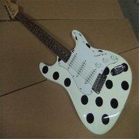 alta calidad de encargo al por mayor de la fábrica 6-string cadena guitarra eléctrica, palo de rosa de lunares negro guitarra diapasón, con 3 pastillas, el envío libre