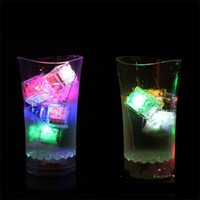 Hot Led Gadget LED Coaster Lampeggiante Lampadina Bulb Bulb Tappetino Colorato Accensione per club Bar Home Party Holiday DDE3633 272 G2