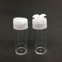 Toptan 10ml Glitter Shaker Chilli tozu Deniz Tuzu Şişe Konteyner Plastik şişeler çift kapaklar elek üstü Pudra çevirin boşaltın