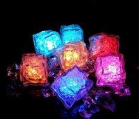 2021 LED 조명 Polychrome 플래시 파티 조명 LED 빛나는 아이스 큐브 깜박이 깜박이 깜박이 장식 빛 위로 바 클럽 결혼식