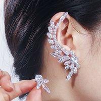 Qoolady 2020 Nuova asimmetrica Sparkly Bianco Lusso Lungo Cubic Zirconia Crystal Scalatore Ear Polsino Orecchini Brides Star Gioielli E068 Y1220